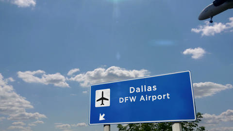 Airplane landing at Dallas DFW Live Action