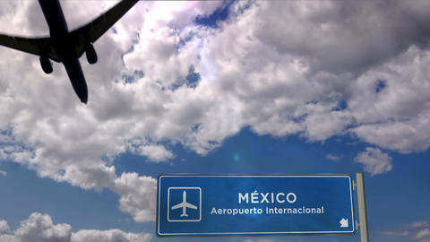 Airplane landing at Mexico Live Action