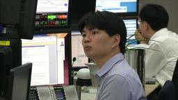 TRADER SHOCKED WITH STOCK MARKET CRASH AT STOCK EXCHANGE KEB HANA BANK Footage