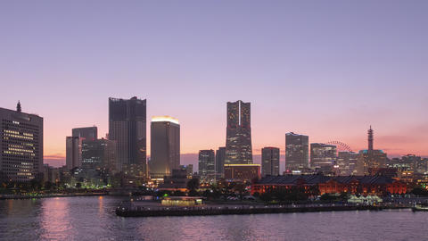 TimeLapse - View of Yokohama, Japan from day to night Minatomirai Pan Scroll right to left ライブ動画