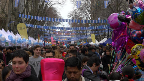 People celebrating Argentina 200 years independence day commemoration with the H ライブ動画