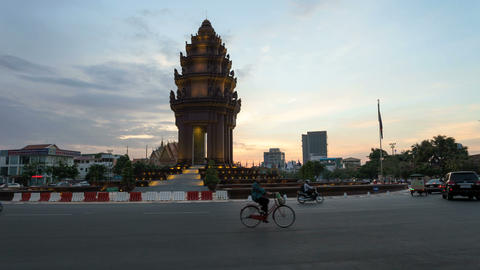 4K Sunset Timelapse of the Independence Monument in Phnom... Stock Video Footage
