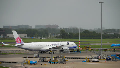 China Airlines Airbus A350 tow Live Action