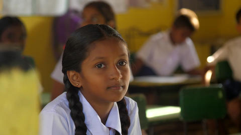 young beautiful Sinhalese girl sits on last lesson Archivo