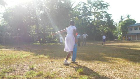 Sinhalese girl takes cricket ball and throws Archivo