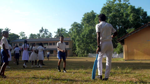 Sinhalese schoolboy walks away from cricket player Archivo