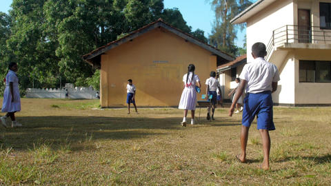 Sinhalese kids in uniforms gather at school Archivo