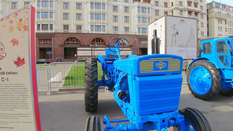 Tractor T-28x4m S-1 Live Action