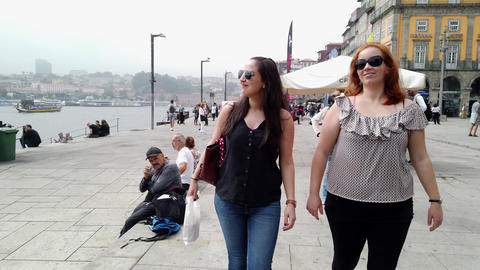 Young people on a sightseeing trip to Porto - CITY OF PORTO, PORTUGAL - Live Action