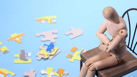 ジグソーパズルと木の人形 ライブ動画