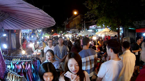 Unidentified people at Sunday Market in Chiang Mai, Thailand (by fisheye lens) Archivo