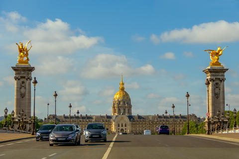 Traffic on the Bridge in Front of the Esplanade Invalides フォト