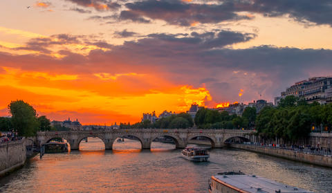 Summer Golden Sunset over the Seine フォト