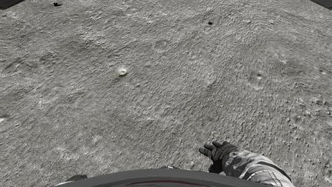 Astronaut walking on the moon. POV Archivo