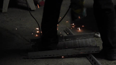 Electric wheel grinding on steel structure in construction site Filmmaterial