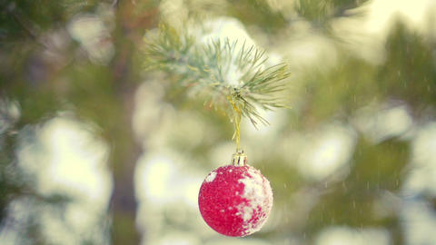 Snow falling on christmas decoration ball slowmotion Footage