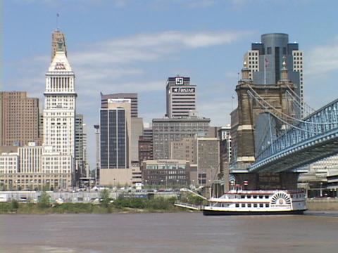 A riverboat passes under a bridge on the Ohio River Stock Video Footage