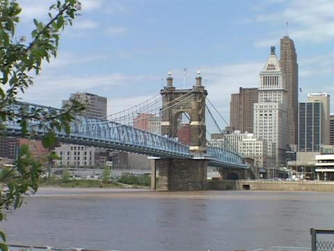 A bridge spans the Ohio River in Cincinnati Stock Video Footage