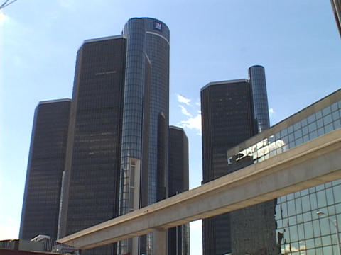 A monorail moves people through downtown Detroit Stock Video Footage