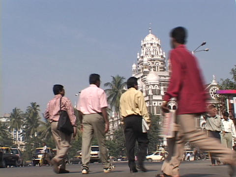 Pedestrians and traffic move along a Mumbai city street Stock Video Footage