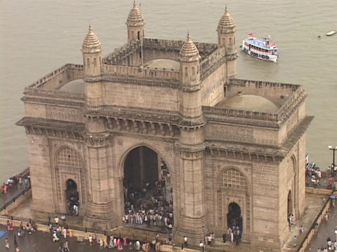 The Gateway Of India monument stands in Mumbai, India Stock Video Footage