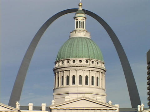The St. Louis arch frames the downtown courthouse Live Action