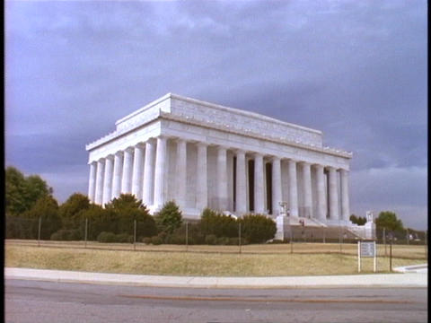 A large lawn leads up to the Lincoln Memorial Footage