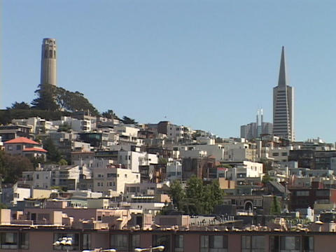 The TransAmerica tower rises above Nob Hill in San-Francisco Footage