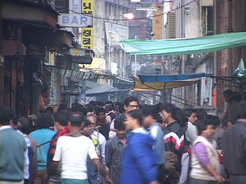 People crowd a shopping district in Calcutta, India Stock Video Footage