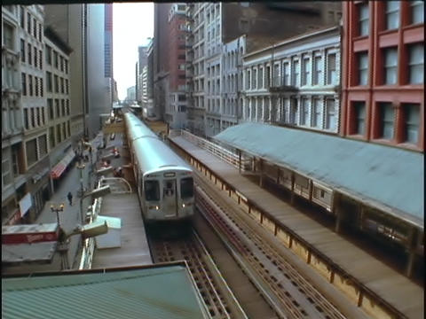 An El Train pulls into a station Stock Video Footage