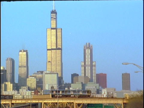 The Chicago, Illinois, El Train passes in front of the... Stock Video Footage