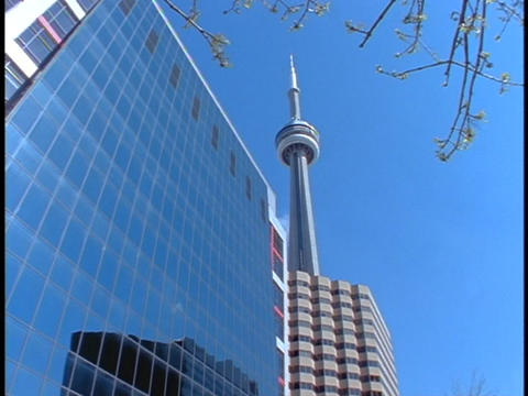 A building beside the CN Tower in Toronto reflects... Stock Video Footage