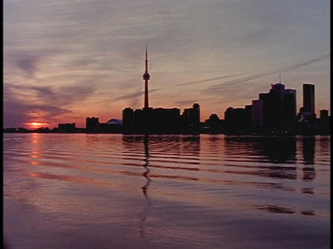 A low sun tints the Canadian sky pink Stock Video Footage