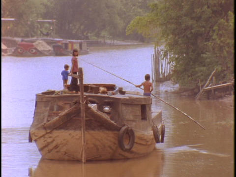 A Vietnamese peasant boat floats on the Mekong River in... Stock Video Footage