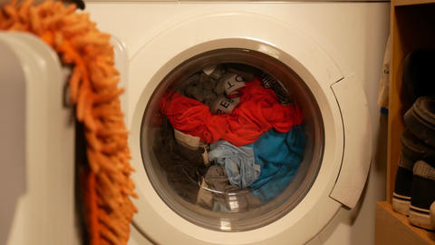 Washing machine with laundry at home ビデオ