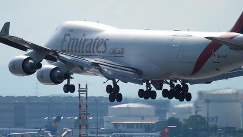 Airfreighter approaching before landing in Frankfurt Archivo