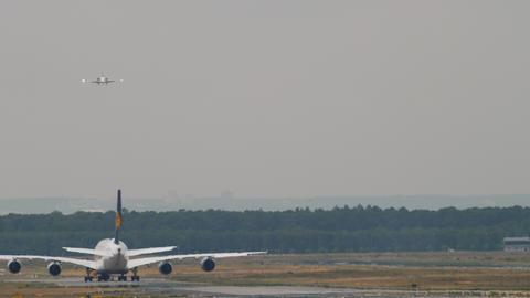 Towing Lufthansa Airbus 380 Archivo