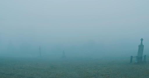 Walking on Misty Cemetery ビデオ