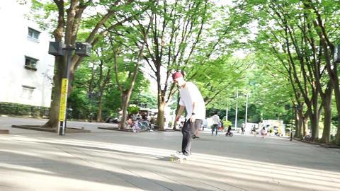Men to practice skateboard. スケートボードを練習する男性 GIF