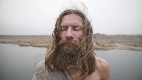 Man with closed eyes meditates on nature ビデオ