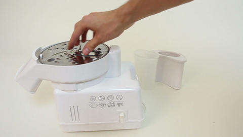 Electric slicer blades change. Food processor Live Action