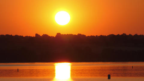Red Sky Sunrise Over Lake Archivo