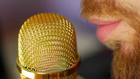 DJ on the radio speaks into the microphone. Man dictates voice acting in a Archivo