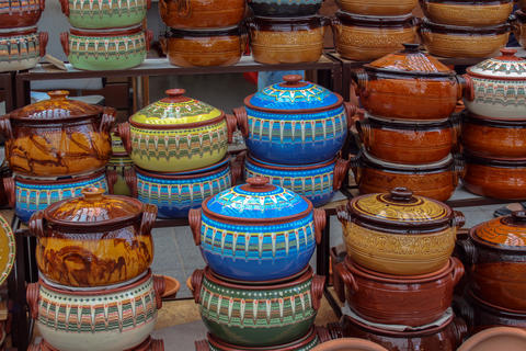Large earthenware vessels in the traditional Bulgarian style Fotografía