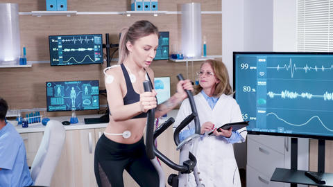 Female doctor in sport science testing the heart rate of female athlete ビデオ