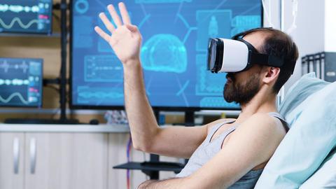 Patient with virtual reality goggles in a modern facility for brain research ビデオ