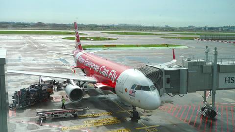 AirAsia Airbus 320 boarding GIF
