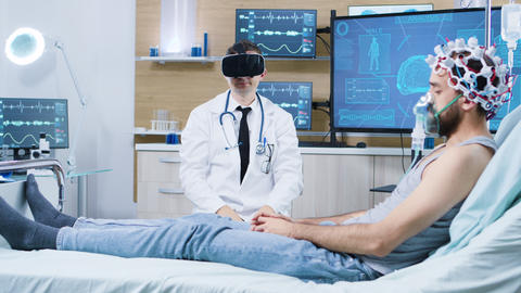 Doctor wearing virtual reality goggles in a modern facility for brain analysis ビデオ