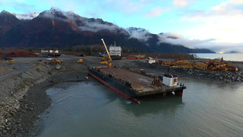 Barge haul out ビデオ