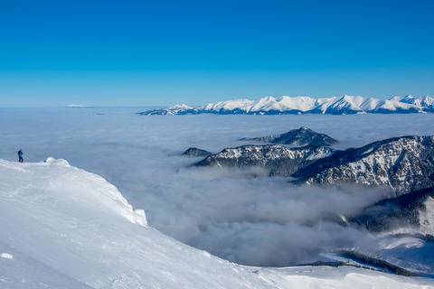 Snowy Peaks and Fog in the Valleys フォト